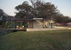 Best Ideas For Modern House Design & Architecture : – Picture : – Description Glass and steel pavilion by Matthew Woodward cantilevers over a natural dam. This glass, steel and sandstone pavilion near Sydney protrudes over the edge of a natural dam. Arch House, My House, Architecture Résidentielle, Neoclassical Architecture, Archi Design, Glass House, Modern House Design, Style At Home, Pavilion