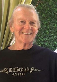 Randy Meisner in October This pic comes from another fan that met Randy at a restaurant in LA. Thank you David. Rip Glenn, Glenn Frey, Hard Rock Cafe Orlando, History Of The Eagles, Bernie Leadon, Randy Meisner, Eagles Band, Anderson Cooper, American Music Awards