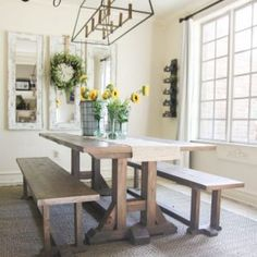 Free Furniture Plans and Tutorial to build this Pottery Barn Inspired dining room table. Farmhouse Dining Benches, Farmhouse Table Plans, Diy Dining Table, Table Bench, Rustic Farmhouse, Farmhouse Style Table, Trestle Table Plans, Dining Table Lighting, Ikea Dining
