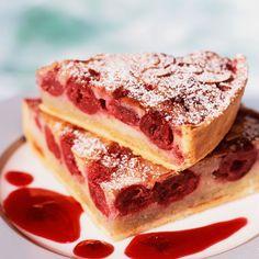 Découvrez la recette Tarte aux cerises et aux amandes sur cuisineactuelle.fr.