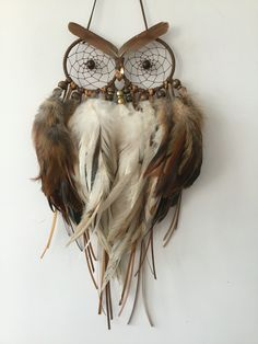 Happy Howl Dream Catcher Happy Howl Dream Catcher – Famous Last Words Making Dream Catchers, Owl Dream Catcher, Feather Crafts, Feather Art, Owl Crafts, Diy Crafts To Sell, Dream Catcher Tutorial, Medicine Wheel, String Art