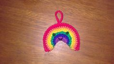 Arcoiris Amigurumi - Patrón Gratis en Español aquí: http://crocheteandoconimaginacion.blogspot.com.ar/2014/02/movil-para-bebe-parte-1-arcoiris-y-luna.html