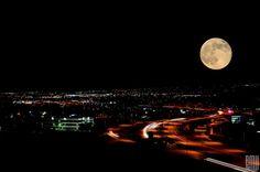 Fotografias de vários lugares do mundo do fenômeno da super lua, #Indepedent the moon is the perfect place