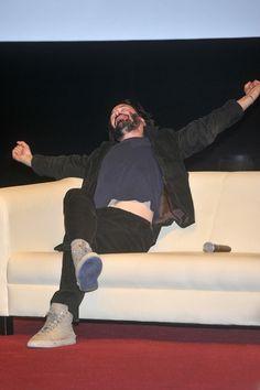 original source;  Brodaty Keanu Reeves w Polsce! (FOTO)    W środę do Bydgoszczy zawitał Keanu Reeves . Aktor przez kilka dni kręcił kolejne...