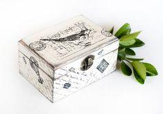 Vintage Wooden Distressed Box Postcard  van MyHouseOfDreams op Etsy, $26.00