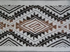Diseño textil mapuche. Tejido en telar artesanal.