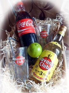 In diesem Geschenkset erhalten Sie alle Zutaten für einen Cocktail Klassiker, dem Cuba Libre. Verschenken Sie das Geschenkset und genießen Sie den Cocktail Klassiker mit Havana Club Rum aus dazu passenden Gläsern. Das Cocktailrezept finden Sie hier im Internet. Zur Sicherheit wird das Cocktailrezept beigelegt.