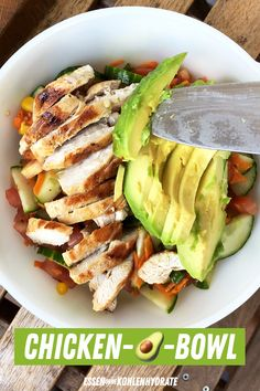 The recipe 'Chicken Avocado Bowl' also goes great with your low-carb diet as a low-carb lunch and / or dinner. Power bowl with lots of vegetables! Healthy Power Bowl with Chicken and Avocado Essen ohne Kohlenhydrate - Gesunde Ernährung ohne Healthy Salad Recipes, Healthy Chicken Recipes, Soup Recipes, Diet Recipes, Recipe Chicken, Keto Chicken, Avocado Chicken, Pecan Chicken, Ranch Chicken