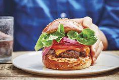 Nejlepší burger, jaký si umíte představit: Tenhle recept zvládne i začátečník Halloumi, Food Truck, Salmon Burgers, Ethnic Recipes, Food Carts, Food Trucks