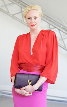 Gwendoline Christie (from Game of Thrones) looking uber stylish, love the bold colors Gwendolyn Christie, Bright Spring, Clear Spring, Seasonal Color Analysis, Jaime Lannister, Tall Women, Blonde Beauty, Celebs, Celebrities