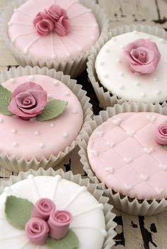Girly Cupcakes by Icing Bliss, via Flickr