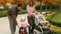 22. Januar 2008: Prinz Felipe mit Prinzessin Letizia und den Töchtern Leonor (links) und Sofia (rechts) bei einem Spaziergang im Garten des Königspalastes in Madrid © Picture-Alliance / dpa