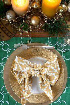 Bow Napkin Fold | Hen House Linens #henhouselinens