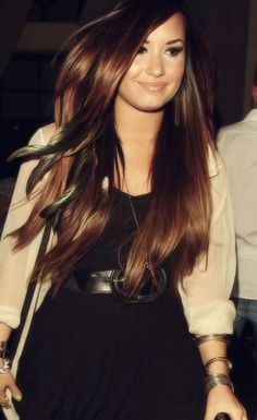 Demi Lovato - her hair looks amazing My Hairstyle, Pretty Hairstyles, Miley Cyrus, Demi Lovato Style, Demi Lovato Hair Color, Head Band, Blond, Glamour, Gorgeous Hair