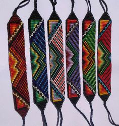 Pulseras De Mostacilla Checa - Bs. 3.500,00 Seed Bead Patterns, Beading Patterns, Hama Beads, Seed Beads, Bead Loom Designs, Native American Beadwork, Loom Beading, Cross Stitch, Embroidery
