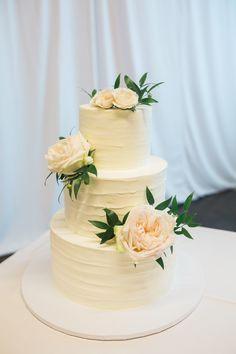 Elegant floral cake art