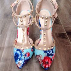 ✨HP ✨Floral Studded Heels These shoes are beautiful...and perfect to make any outfit  Etcetera Shoes
