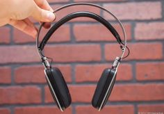 The Harman Kardon Classic headphones have a unique, sleek design with excellent fit and finish and impressive sound quality. Read CNET's review here: http://cnet.co/MSaSGy