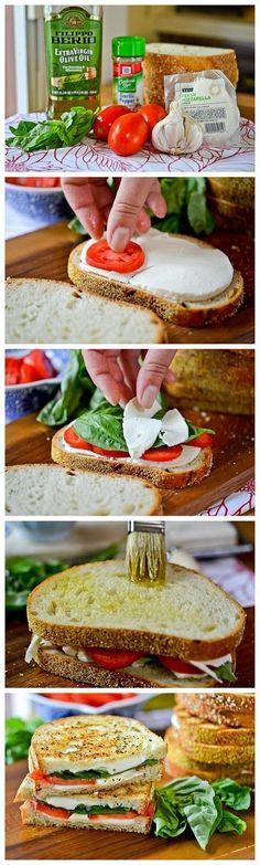 Delicioso sandwich margherita al grill. Saludable opción que cuenta con pan integral, tomate, aceite de oliva, ajo en polvo, albahaca y queso mozarella