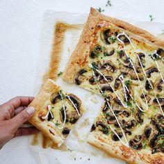 Snabb smördegspizza med svamp | Recept ICA.se Spanakopita, Vegetable Pizza, Toast, Snacks, Vegetables, Cooking, Ethnic Recipes, Food, Easy Dinners