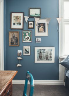 barnrum_Kristin_Lagerqvist-8 Blue Rooms, Blue Walls, Decorating Blogs, Interior Decorating, Best Interior Design, Home Look, Home Decor Inspiration, House Colors, Gallery Wall