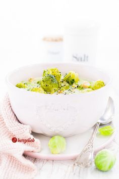 Rosenkohl-Käsesuppe Rezept – superschnell fertig und sensationell lecker! Breakfast, Ethnic Recipes, Food, Soups And Stews, Stew, Brussels Sprouts, Easy Meals, Food Food, Cooking