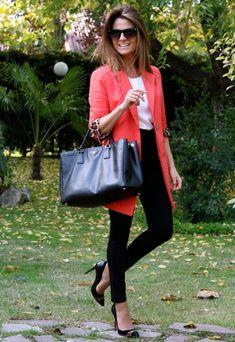 Fashion and Style Blog / Blog de Moda . Post: I had forgotten / Olvidado .More pictures on/ Más fotos en : http://www.ohmylooks.com/?p=25541 .Llevo/I wear: Bag/Bolso : Prada ; Shoes/Zapatos : Pilar Burgos Limited edition ; Sunglasses /Gafas de sol : Mango