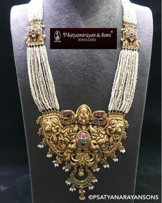 Saved by radha reddy garisa Beaded Jewelry Designs, Gold Jewellery Design, Jewelry Patterns, Pearl Jewelry, Gold Jewelry, Indian Jewelry, Jewelery, Pearl Necklace, Jewelry Model