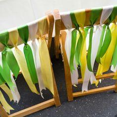 Quer dar um clima de Copa ao seu casamento? Que tal fitinhas verdes e amarelas na cadeira dos noivos? Via @casadecolorir #vaitercopa #copanobrasil #casandonacopa #casamentoperfeito #meucasamentoperfeito #decoracaodecasamento