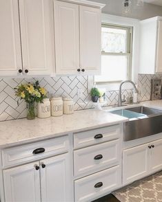 75 Beautiful Farmhouse Kitchen Backsplash Design Ideas - BrowsyouRoom - - Traditional farmhouse kitchens are the latest in kitchen design. Warm, inviting decor and neutral colors draw you in and make the kitchen . Kitchen Cabinets Decor, Farmhouse Kitchen Cabinets, Modern Farmhouse Kitchens, Kitchen Redo, Home Decor Kitchen, Kitchen Interior, New Kitchen, Home Kitchens, Kitchen Ideas