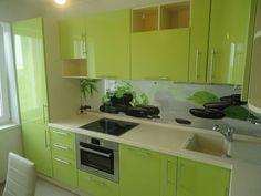 Угловые зеленые кухни в интерьере фото