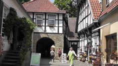 Tecklenburg is a town in Germany set against a decor of the Middle Ages, located at the foothills of the Teutoburg Forest (Teutoburger Wald). Medieval Town, Middle Ages, Germany, Mansions, Nice, House Styles, Small Shops, Cities, Musicals