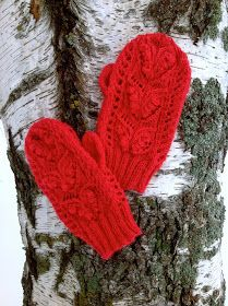 Stickningskiosken: Winter wonderfulness in knitted lace mittens, a sweater and a green wool coat