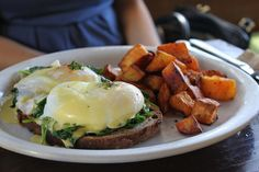 Egg Benedict._ The only thing that really appealed to me. Love the Hollandaise sauce.
