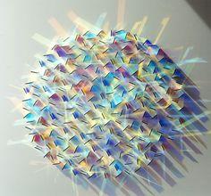 ガラスと光の反射を利用した美しい螺旋状アート