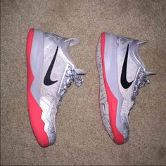 Mens NIKE CRUSADERS size 7 EUC, like new mens NIKE ZOOM CRUSADER MENS OUTDOOR BASKETBALL size 7. EUC. LIKE NEW!! Son wore them once around the house and decided he didn't like them. No longer have box ...Pet free and smoke free home. EXCELLENT Condition!!! Like new condition Nike Shoes Athletic Shoes