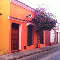 Made it to Cartagena and everything looks this charming everywhere. #cartagena #colombia #mytinyatlas #isthisthebustocartagena