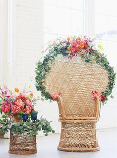 Los sillones de mimbre vuelven a estar de rabiosa actualidad, también en las bodas! http://www.unabodaoriginal.es/blog/donde-como-y-cuando/decoracion/sillones-de-mimbre