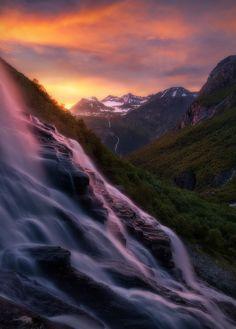 Falling by Haakon Nygaard