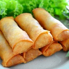 Spring rolls are a large variety of filled, rolled appetizers.It is very popular in pakistan and over most Asian countries.You can make it on daytime snaks or engjoy with your fiend and family.Here we share you easy spring rolls recipe. Southwest Egg Rolls, Chicken Spring Rolls, Egg Roll Recipes, China Food, Ramadan Recipes, Dim Sum, Asian Recipes, Food Videos, Love Food