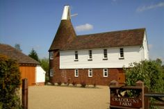Cradducks Farm Self Catering Accommodation in Kent - The Oast House - four star and it's extremely reasonable even for just two people. Beer Brewing Process, Building Design, England, Cottage, Cabin, House Styles, Houses, Catering, Star