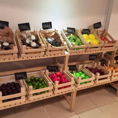 Cute Vegetable Shop, Vegetable Storage, Zero Waste Shop, Farmers Market Display, Supermarket Design, Fruit Shop, Farm Store, Store Displays, Cafe Interior