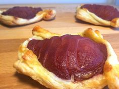 Pere cu vin in aluat foietaj Pancakes, Pork, Beef, Cooking, Breakfast, Kale Stir Fry, Meat, Kitchen, Morning Coffee