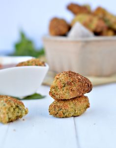 Those Cauliflower Tots are super easy to make using raw cauliflower & raw broccoli. You will love those moist & crispy little vegetables nuggets at dinner
