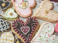 ----- perfect way to while away an afternoon..... listening to good music...drinking hot tea and contemplating cookie designs.....................<3