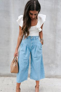 This is the definite guide to summer outfits. We are taking over to bring you the cutest outfits you can wear this season. Looks Chic, Looks Style, Culottes Outfit Summer, Happy Hour Outfit, Stylish Outfits, Cute Outfits, Workwear Fashion, Bodysuit Fashion, Look Fashion