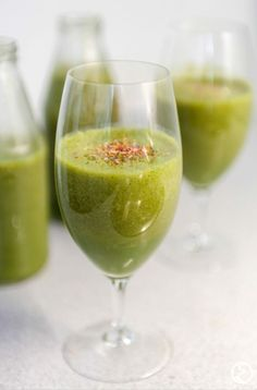 Wonderful green smoothie with Sonnentor flower power!