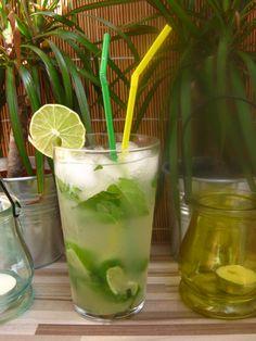 Mátová limonáda s limetkou Glass Of Milk, Smoothies, Drinks, Food, Smoothie, Drinking, Beverages, Essen, Drink
