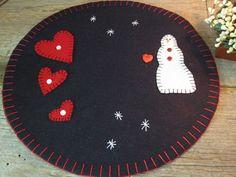 "Primitive Valentine Heart Snowman Wool Felt Candle Mat Rug Handmade 11.5"" Round #Primitive #HandmadebySeller.  Ebay:  pilot3028p"