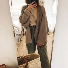 Boho Fashion Indie, New Fashion, Casual Chic, Ireland Fashion, Black Overalls, College Outfits, How To Look Classy, Autumn Winter Fashion, What To Wear